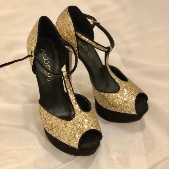 c9a04e7a4ce6 Aldo Shoes - 💋HOST PICK💋 ✨Aldo Black   Gold Heels✨